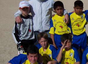 Pablo Santonja (arriba a la derecha) y Adrián (abajo en el centro) en su etapa alevín, dos de los claros protagonistas del encuentro de hoy