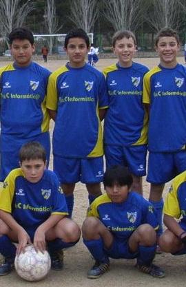 """Pablo Santonja (1º por la izquierda abajo) y Adrián (2º por la derecha arriba), ambos en edad juvenil, contribuyeron notablemente en la victoria del """"B""""."""