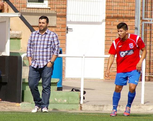 Cele, que se estrenaba como goleador en la mañana de hoy, en su faceta como segundo entrenador del C.D. Contestano