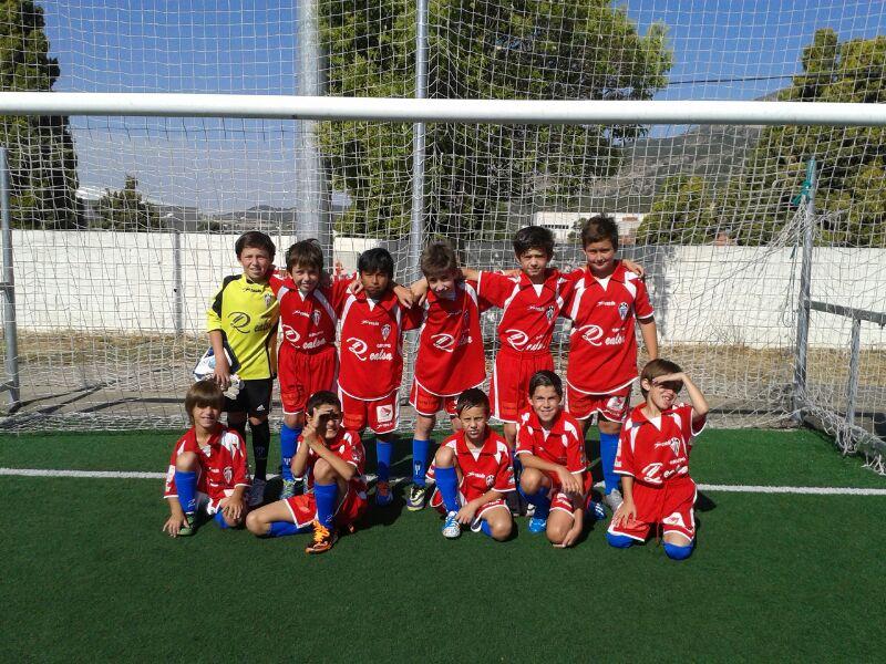 En la imagen Jordi (arriba, tercero por la izquierda) junto al resto de jugadores seleccionados.